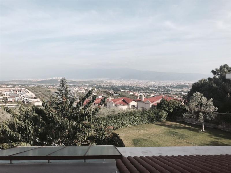 BADEMLİ'DE KİRALIK MANZARALI YÜZME HAVUZLU VİLLA
