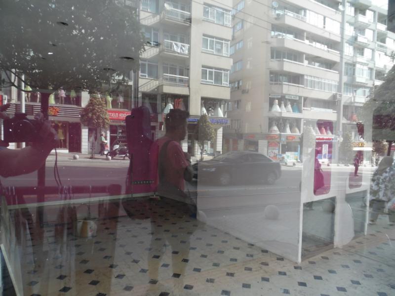 ALTIPARMAK CADDESİ'NDE 2 KATLI KİRALIK İŞYERİ