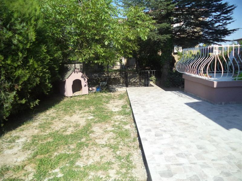 BADEMLİ'DE ULAŞIMA YAKIN TRİPLEX SATILIK VİLLA